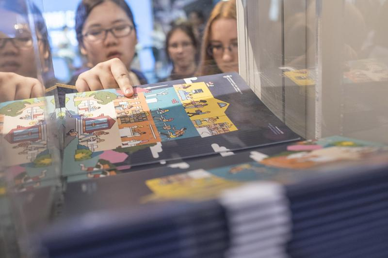 A visitor picks up promotional material at the U of T exhibitor booth at last fall's Ontario Universities' Fair. More Ontario high school students, domestic and international, ranked U of T first in applications (photo by Geoffrey Vendeville)