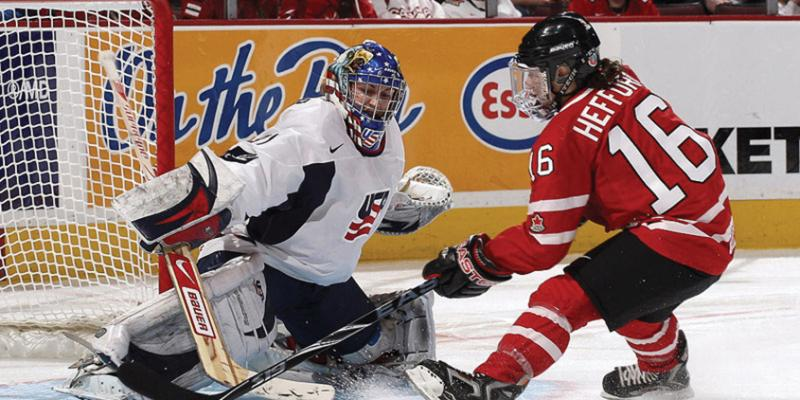 U of T alumna Jayna Hefford scores a goal for team Canada (KPE archives)