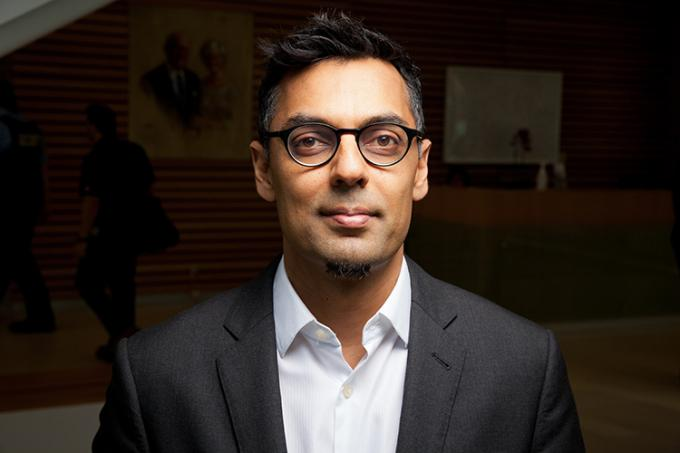 Kamran Khan (MD 1996, PGMT 2003) is being recognized for developing a web-based app to track the spread of infectious disease (photo by Jacklyn Atlas)