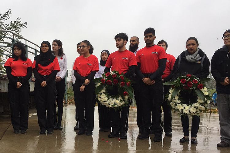 Student members of the Erindale College Special Response Team, a division of St. John Ambulance, participate in a wreath-laying ceremony at U of T Mississauga (photo by Nicolle Wahl)