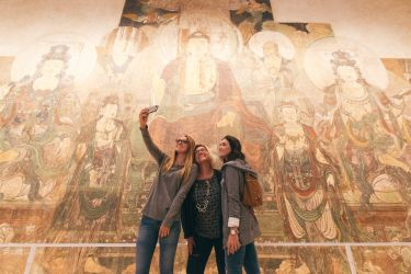 Women taking selfie at the ROM